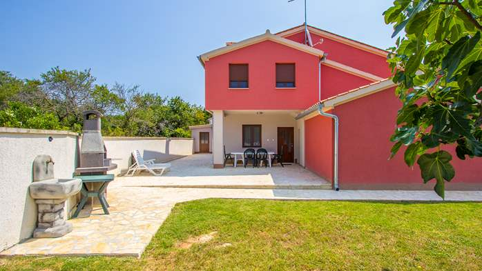 House with spacious yard, parking place and barbecue in Banjole, 18