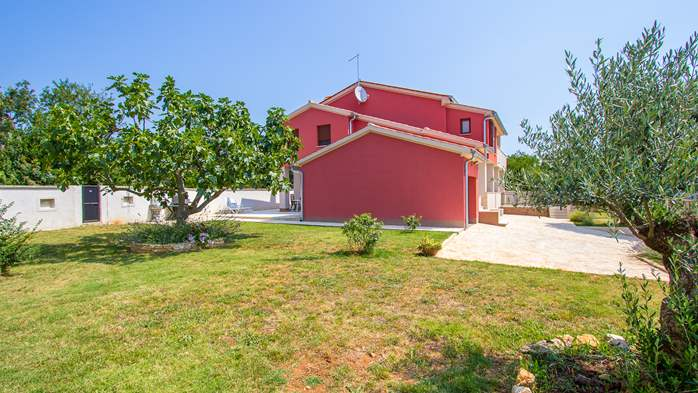 House with spacious yard, parking place and barbecue in Banjole, 19