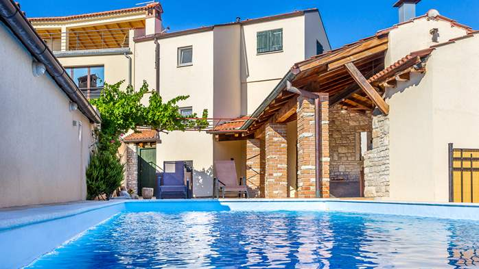 Villa with pool in the heart of Medulin, for 6 to 8 persons,Wi-Fi, 8