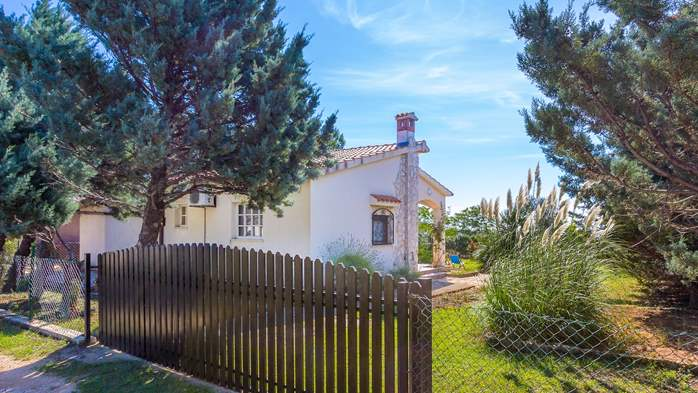 Lovely little house in Medulin with fenced garden and seaview, 9