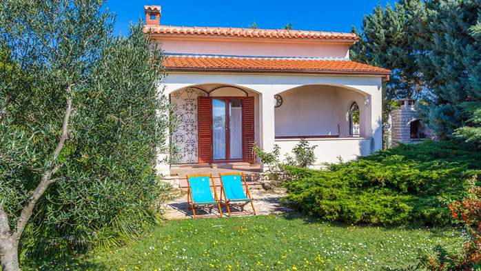 Lovely little house in Medulin with fenced garden and seaview, 2