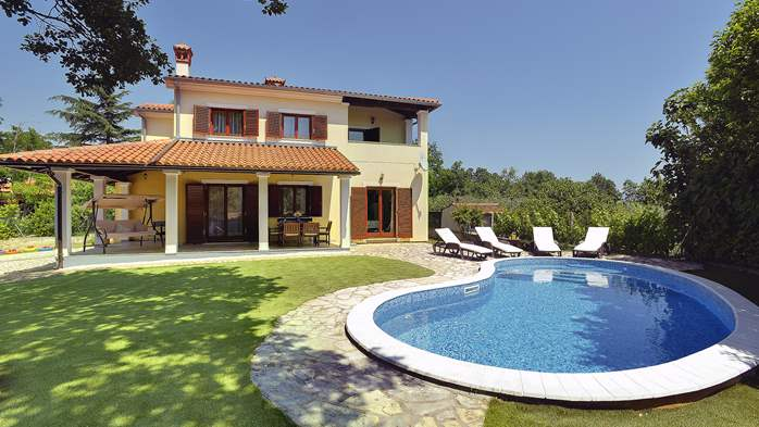 Villa with a swimming pool and whirlpool, 600 m from the sea, 4