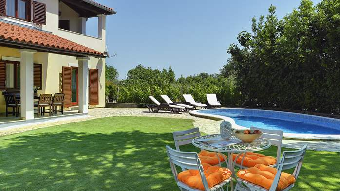 Villa with a swimming pool and whirlpool, 600 m from the sea, 5
