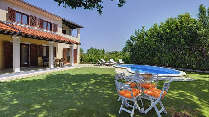 Villa with a swimming pool and whirlpool, 600 m from the sea, 6