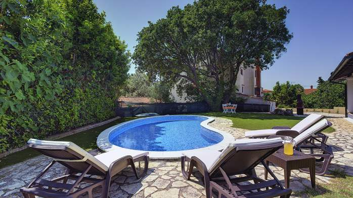 Villa with a swimming pool and whirlpool, 600 m from the sea, 2