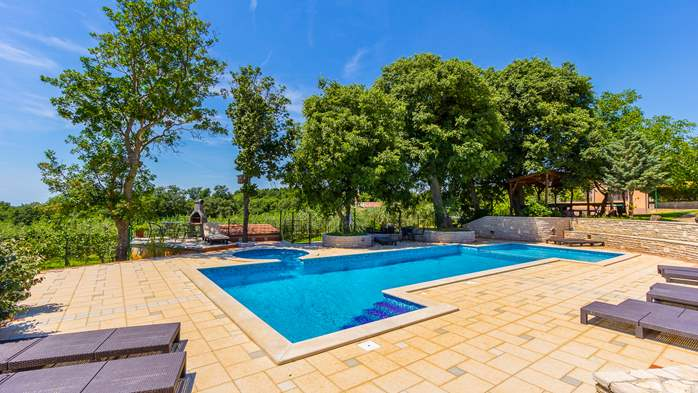 Incredible house with pool and observatory offers nice apartments, 20
