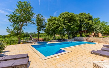 Incredible house with pool and observatory offers nice apartments