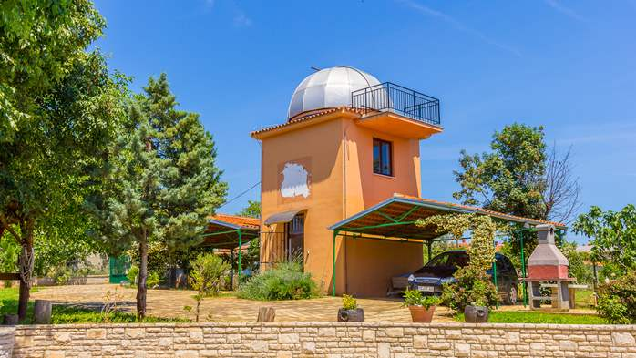 Incredible house with pool and observatory offers nice apartments, 26