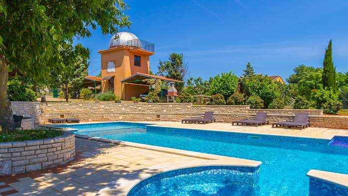 Incredible house with pool and observatory offers nice apartments, 27