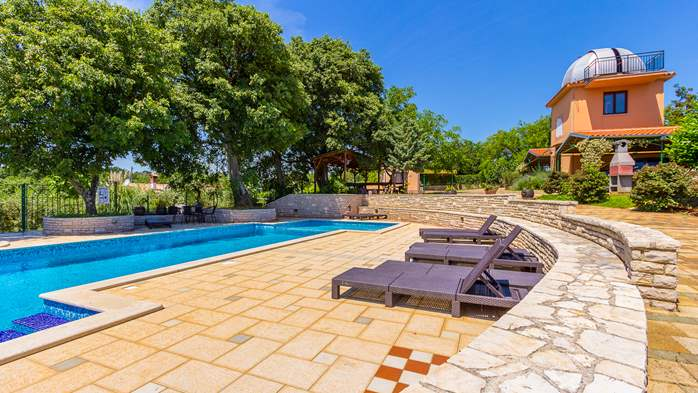 Incredible house with pool and observatory offers nice apartments, 35