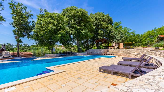 Incredible house with pool and observatory offers nice apartments, 36