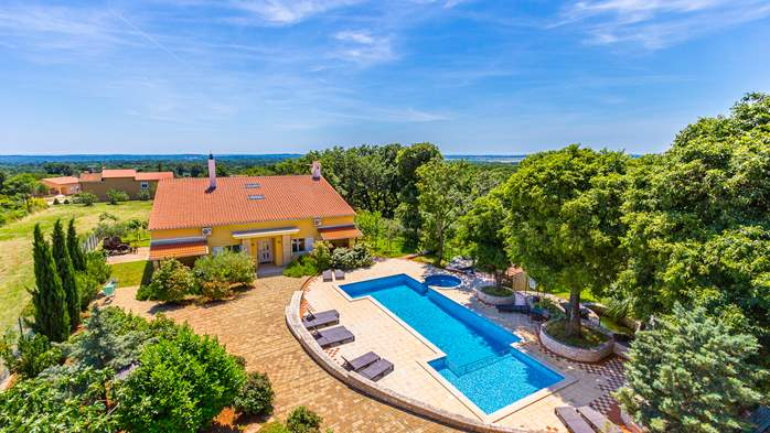 Incredible house with pool and observatory offers nice apartments, 16