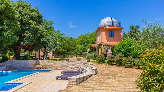 Incredible house with pool and observatory offers nice apartments, 38