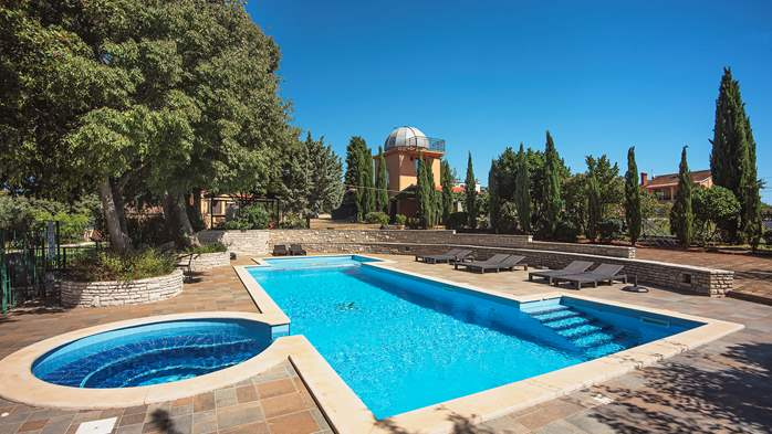 Incredible house with pool and observatory offers nice apartments, 11