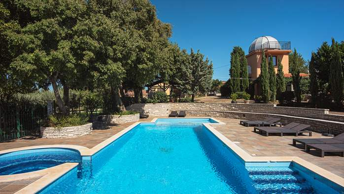 Incredible house with pool and observatory offers nice apartments, 14