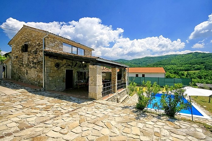 Villas with pool in Motovun