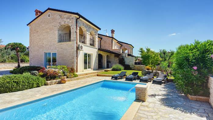 Classy villa with heated pool, 2 saunas, jacuzzi, Wi-Fi, BBQ, 6