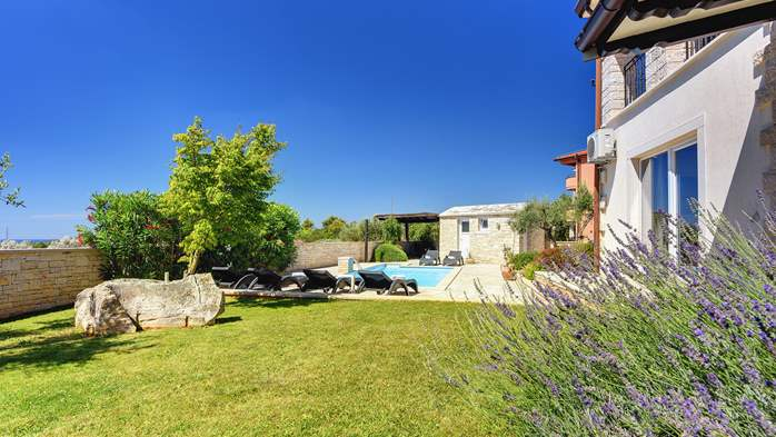 Classy villa with heated pool, 2 saunas, jacuzzi, Wi-Fi, BBQ, 12