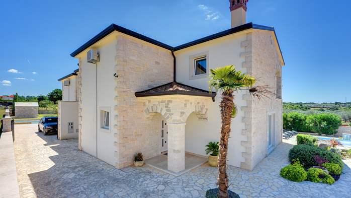 Classy villa with heated pool, 2 saunas, jacuzzi, Wi-Fi, BBQ, 13
