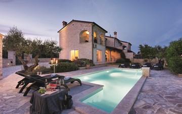 Classy villa with heated pool, 2 saunas, jacuzzi, Wi-Fi, BBQ
