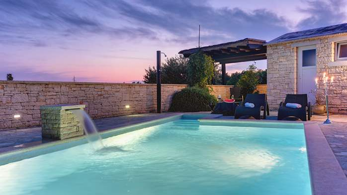 Classy villa with heated pool, 2 saunas, jacuzzi, Wi-Fi, BBQ, 2