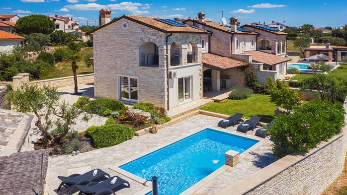 Classy villa with heated pool, 2 saunas, jacuzzi, Wi-Fi, BBQ, 18