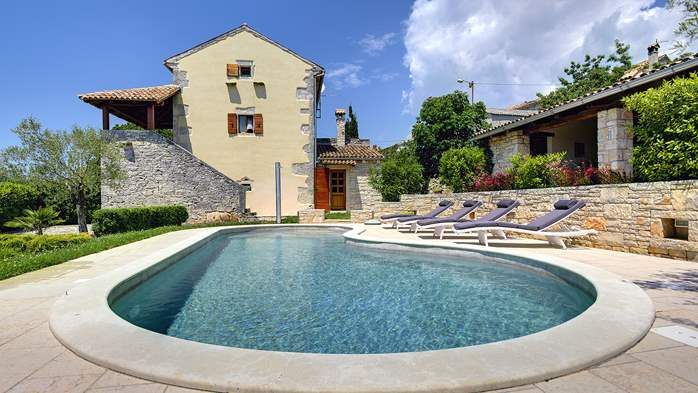 Attractive villa with pool, surrounded by greenery, for 8 people, 5