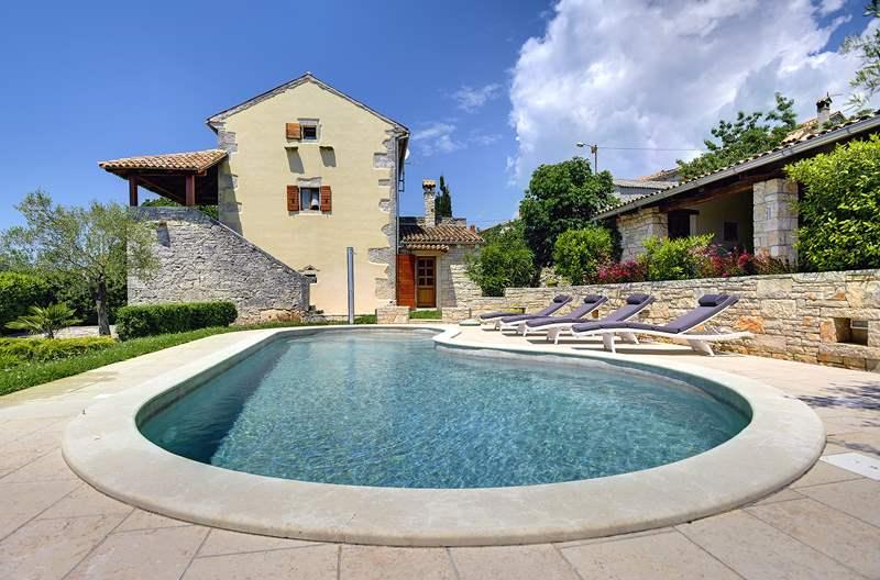 Prenotate subito questa villa con piscina a pa i i - Piscine usate subito it ...