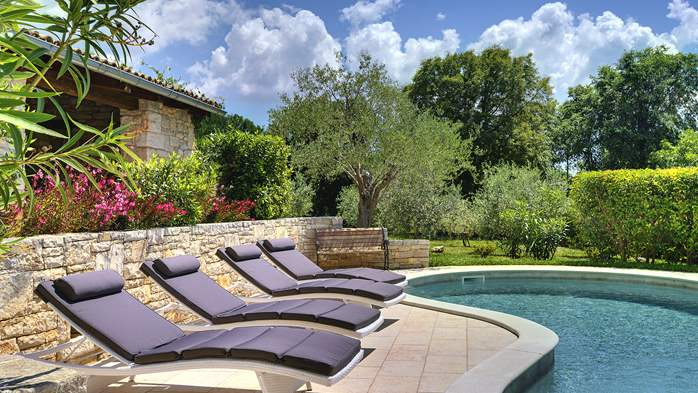 Attractive villa with pool, surrounded by greenery, for 8 people, 2