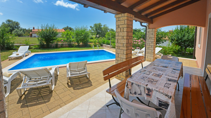 Charming villa with swimming pool, 3 bedrooms, wi-fi, BBQ, 12