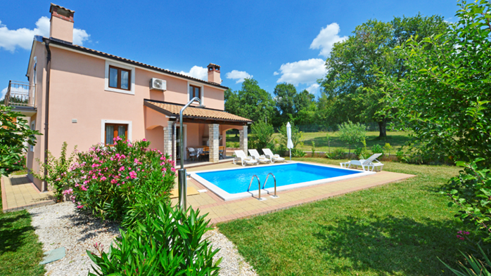 Charming villa with swimming pool, 3 bedrooms, wi-fi, BBQ, 10