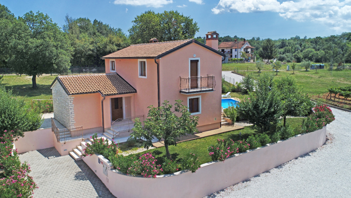Charming villa with swimming pool, 3 bedrooms, wi-fi, BBQ, 7