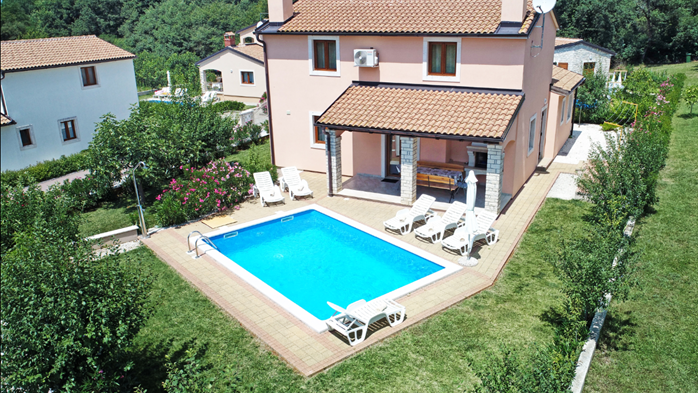 Charming villa with swimming pool, 3 bedrooms, wi-fi, BBQ, 1