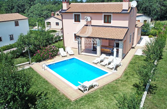 Prenota questa villa con piscina, accesso internet e giardino