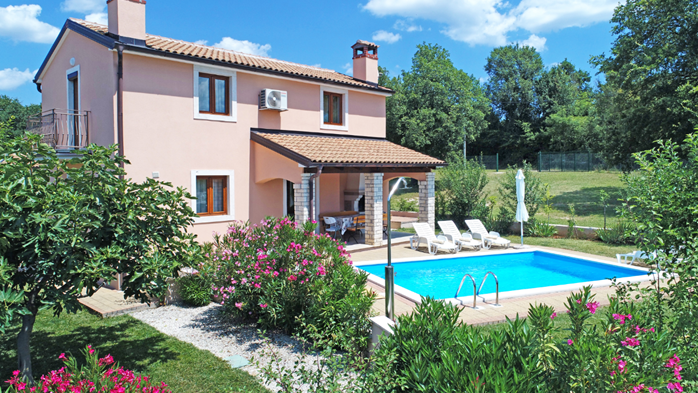 Charming villa with swimming pool, 3 bedrooms, wi-fi, BBQ, 2