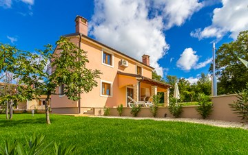 Charming villa with swimming pool, 3 bedrooms, wi-fi, BBQ