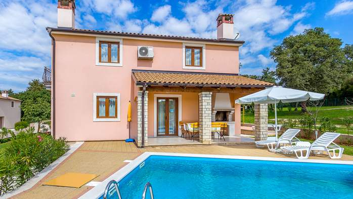 Charming villa with swimming pool, 3 bedrooms, wi-fi, BBQ, 4