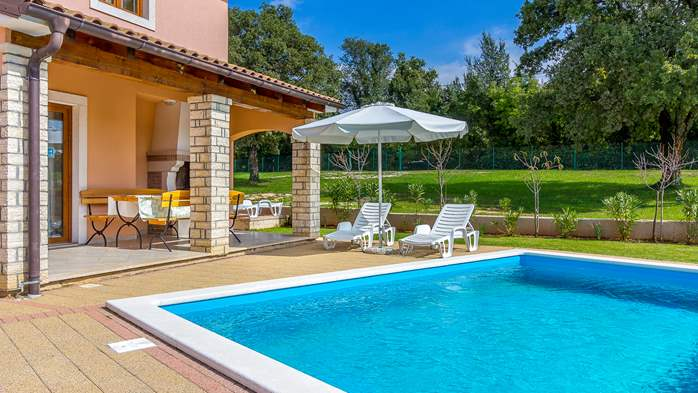 Charming villa with swimming pool, 3 bedrooms, wi-fi, BBQ, 6