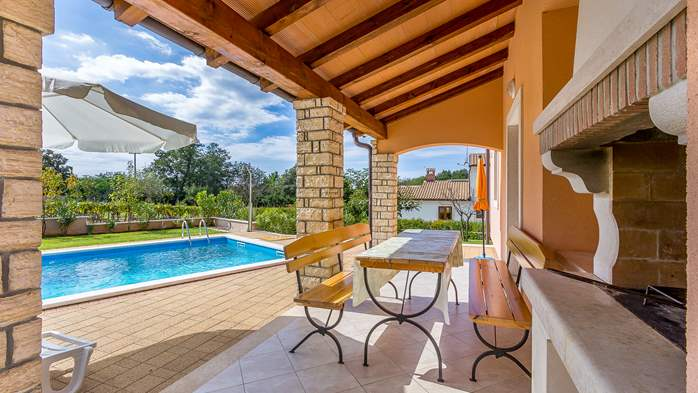 Charming villa with swimming pool, 3 bedrooms, wi-fi, BBQ, 11