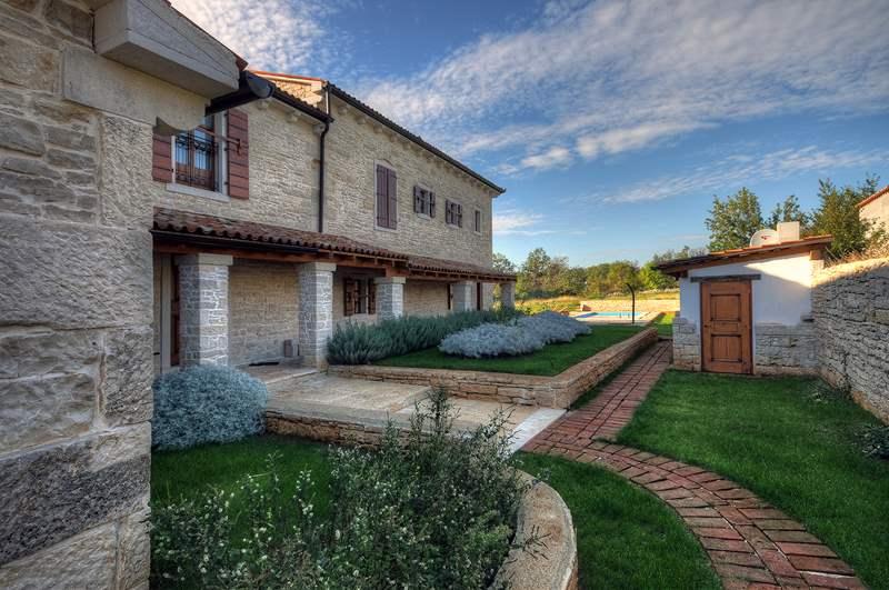 Prenotate questa trazionale villa istriana non lontano da for Terrazze arredate