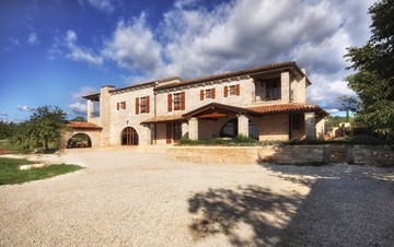 Villa with private pool, 2 covered and furnished terraces and BBQ