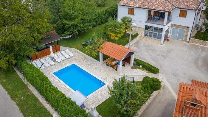 Villa with swimming pool, children playground, BBQ and 5 bedrooms, 7