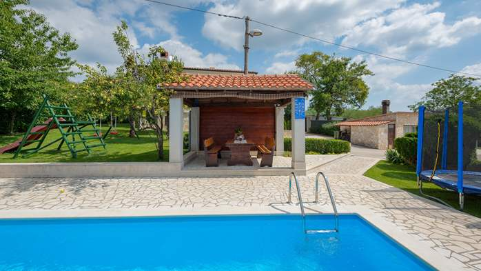 Villa with swimming pool, children playground, BBQ and 5 bedrooms, 12