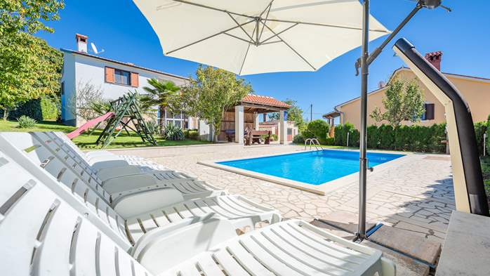 Villa with swimming pool, children playground, BBQ and 5 bedrooms, 16