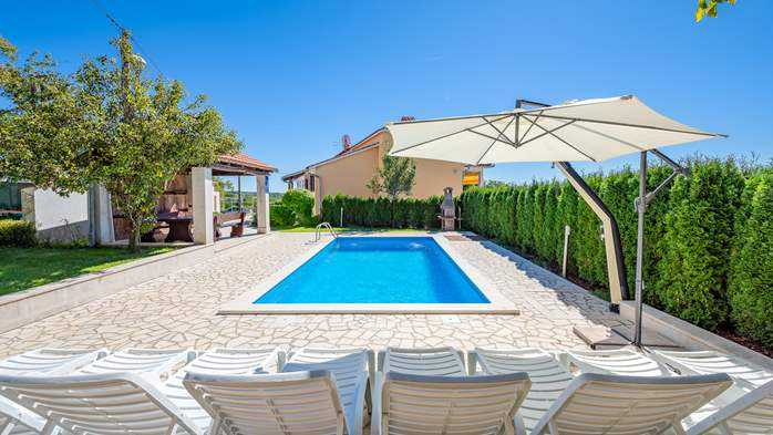 Villa with swimming pool, children playground, BBQ and 5 bedrooms, 17