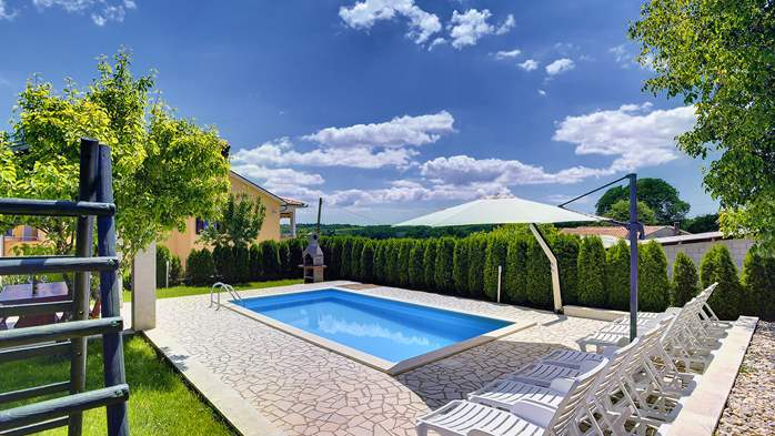 Villa with swimming pool, children playground, BBQ and 5 bedrooms, 1