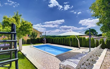 Villa with swimming pool, children playground, BBQ and 5 bedrooms
