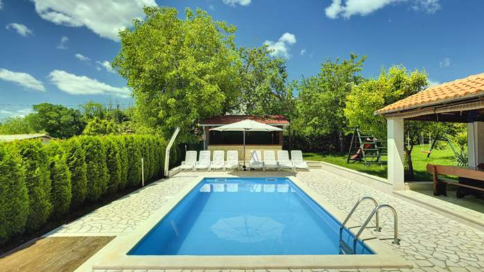 Villa with swimming pool, children playground, BBQ and 5 bedrooms, 4