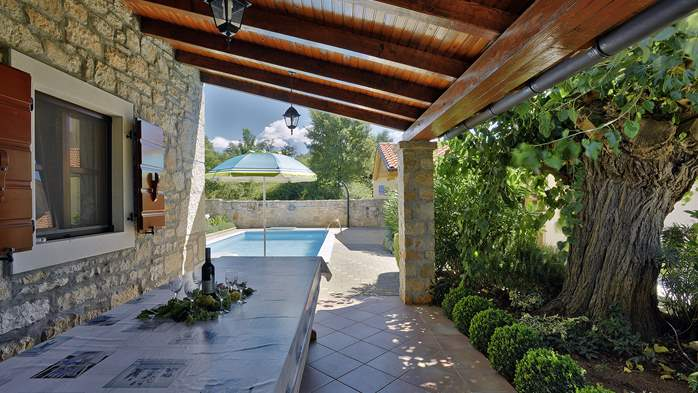 Charming villa with pool, parking, pets are welcome, 6
