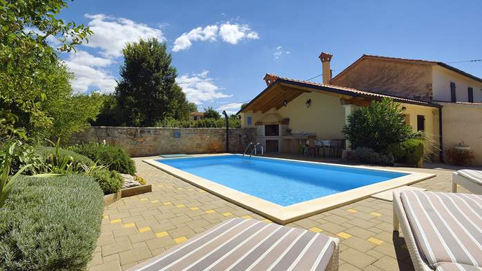 Charming villa with pool, parking, pets are welcome, 8